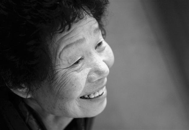 铭记母亲的爱传递温馨[韩国安商洪,母亲上帝】